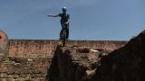 8月12日、テレビ東京ほかで放送『危ないからヤメなさいっ!』で紹介するドイツ・古城の城壁で挑む危険一輪車パフォーマンス(C)テレビ東京