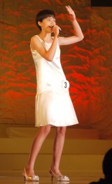 静岡県出身の中学1年生・渡邊アンナ莉彩さん(わたなべあんなりさ 13)=『全日本国民的美少女コンテスト』最終審査の模様