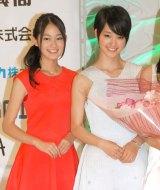 『全日本国民的美少女コンテスト』にOGとして登壇した吉本実憂、剛力彩芽 (C)ORICON NewS inc.