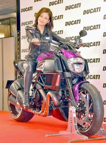 """実写版""""峰不二子""""スタイルで登場した黒木メイサ=『ドゥカティ スペシャルバイク&ポップアップ・ストア』発表会 (C)ORICON NewS inc."""