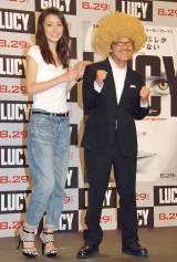 映画『LUCY/ルーシー』公開記念イベントに出席した(左から)木下優樹菜、具志堅用高 (C)ORICON NewS inc.