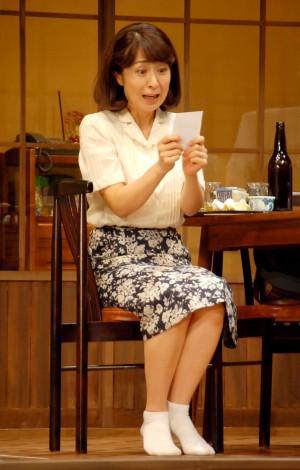舞台『君となら』フォトコールの模様(写真は長野里美) (C)ORICON NewS inc.