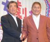 カルビー『新CM発表会』に出席した(左から)ビートたけし、カルビー代表取締役会長・松本晃氏 (C)ORICON NewS inc.