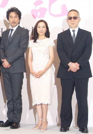 映画『蜩ノ記』完成報告記者会見に出席した(左から)役所広司、原田美枝子、小泉堯史監督 (C)ORICON NewS inc.