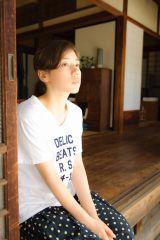 NHK・BSプレミアムで10月スタートのドラマ『昨夜のカレー、明日のパン』に主演する仲里依紗(C)NHK