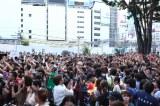 X JAPANのゲリラライブで騒然となった新宿駅前