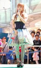 猛毒をイメージしたファッションで登壇した中川翔子=夏の特別展『毒毒毒毒毒毒毒毒毒展(もうどく展)』の「もうどく大使」就任式 (C)ORICON NewS inc.