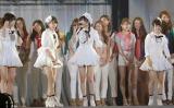 各賞を発表した指原莉乃(写真中央)=東京ドーム2日目公演(撮影:鈴木かずなり)