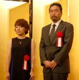 (左から)芥川賞・柴崎友香氏、黒川氏 (C)ORICON NewS inc.