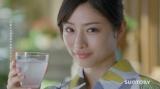 世の男性を魅了したサントリー『ふんわり鏡月』CM「夏・うなじ」篇