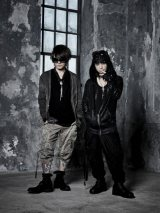 VAMPS(左からK.A.Z、HYDE)