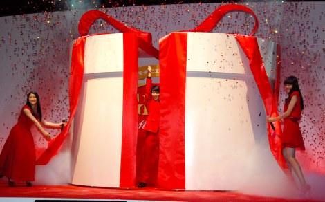 箱の中身は…羽生選手!?=ロッテ『ガーナ チョコびらきセレモニー2014』