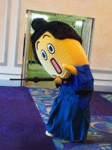 映画『蜩ノ記』(10月4日公開)完成報告会見場に現れたナナナ侍。「うぅ〜、やられた〜」(C)ORICON NewS inc.
