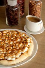 秋限定の『チョコレートチャンク マロンピザ』と『パンプキンスパイスモカ』