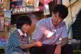 8月24日放送、TBS系ドラマ『おやじの背中』第8話より。「お菓子の天才」と友人から褒められる息子(田中奏生・左)にとっては自慢の父親(大泉洋・右)だった(C)TBS