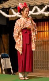 女学生時代のスタイルで登場した高梨臨=NHK連続テレビ小説『花子とアン』クランクアップ取材会 (C)ORICON NewS inc.