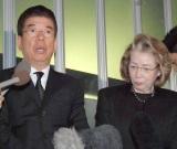龍虎さん葬儀に参列した(左から)西川きよし、ヘレン夫妻 (C)ORICON NewS inc.