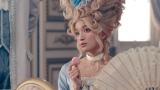 ジーユー新CMで王妃マリー・アントワネットに扮したローラ