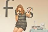 『mama fes 2014 Autumn』で出産前ラストライブ&トークショーを行ったhitomi