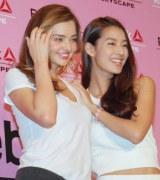 ミランダ・カー(左)との共演に大興奮だったすみれ (C)ORICON NewS inc.