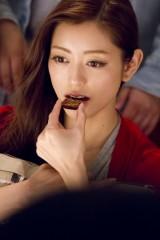 ロッテ『ショコランタン』新CMの撮影に臨む松本莉緒