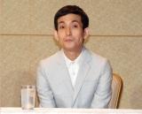 会見の席にポツンと座るカラテカ・矢部太郎 (C)ORICON NewS inc.