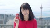 アサヒ飲料『ワンダ モーニングショット』の新CMで元気に呼びかける横山由依