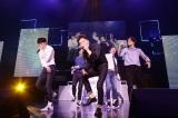 『WINNER 1st JAPAN TOUR 2014』初日公演の模様(左から)カン・スンユン、ソン・ミンホ、イ・スンフン、キム・シ?ヌ、ナム・テヒョン