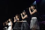 """京都""""凱旋""""ライブを行った横山由依(右端)率いるAKB48チームK(C)AKS"""