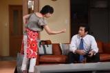 9月7日放送、TBS系『日曜劇場 おやじの背中』第9話より 「脱サラ宣言」に妻も激怒(左から)夏川結衣、内野聖陽(C)TBS