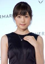 約300万円相当の1.3カラットのダイヤモンドネックレスを贈呈された有村架純=『フォーエバーマーク賞』授賞式 (C)ORICON NewS inc.