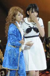 (左から)高橋みなみ、宮脇咲良=『第5回じゃんけん大会』 (撮影:鈴木かずなり)