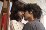 多部未華子(左)と綾野剛(右)が映画『ピース オブ ケイク』で初共演