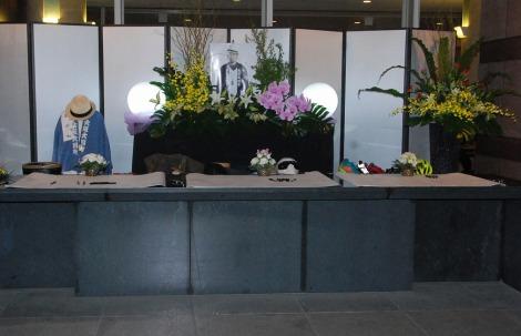 ET-KING・TENNさん通夜 ステージ衣装などが展示された (C)ORICON NewS inc.
