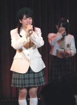 卒業の挨拶後、『最高のプレゼント』をしっとりと歌った小川。場内は感動につつまれた。(C)De-View