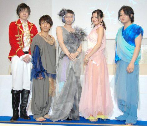 舞台『ニンギョヒメ』記者発表会に出席した(左から)木村敦、米原幸佑、いしだ壱成、麻尋えりか、宮下雄也 (C)ORICON NewS inc.