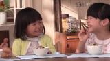 丸美屋『家族のお茶漬け』シリーズ新CMメイキング(左から)古川凛ちゃん、豊嶋花ちゃん