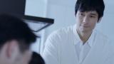 後輩の赤ちゃんに「かわいいなぁ」と語りかける西島秀俊