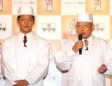 ヤマキ『割烹白だし』新CM発表会に出席した(左から)駿河太郎、笑福亭鶴瓶 (C)ORICON NewS inc.