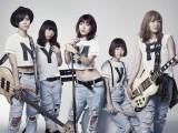 瀧本美織(中央)がガールズバンド「LAGOON」のボーカルMIORIとして11月26日にデビュー