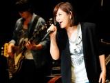 新曲「Have fun!!」を初披露する絢香