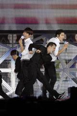 『SMTOWN LIVE WORLD TOUR』東京公演に出演した東方神起