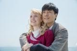 連続テレビ小説『マッサン』第1週より (左から)亀山エリー(シャーロット・ケイト・フォックス)、亀山政春(玉山鉄二)。ウイスキーづくりのための留学を終え、エリーを連れて日本に帰る政春。希望に満ちた表情の二人だったが…(C)NHK