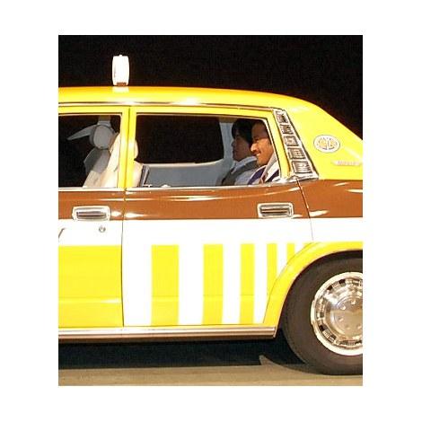 楽しそう?タクシーに乗って登場した竹野内豊&バカリズム=関西テレビ・フジテレビ系『素敵な選TAXI』制作発表会見 (C)ORICON NewS inc.