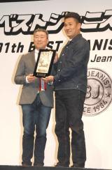 『ベストジーニスト2014』を受賞した田中将大投手(右) (C)ORICON NewS inc.