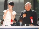 『東京味わいフェスタ2014』オープニングセレモニーに出席した(左から)剛力彩芽、服部幸應氏 (C)ORICON NewS inc.