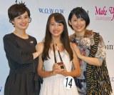 オーディション出身の先輩・ホラン千秋(左)と福田彩乃(右)の祝福を受ける清原果耶さん