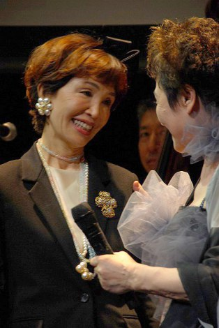 加藤登紀子の歌手活動50周年記念パーティーに駆けつけたうつみ宮土理 (C)ORICON NewS inc.