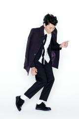 千原ジュニアをモデルに起用した、メンズファッションブランド「ルイス」のビジュアルカット