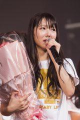 17歳の誕生日を祝福され、うれし泣きする白間美瑠 (C)NMB48